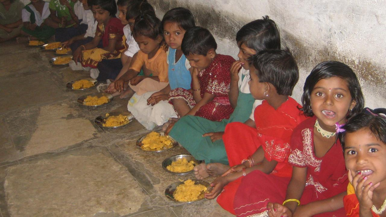 Feeding program for kids in Maharashtra, India