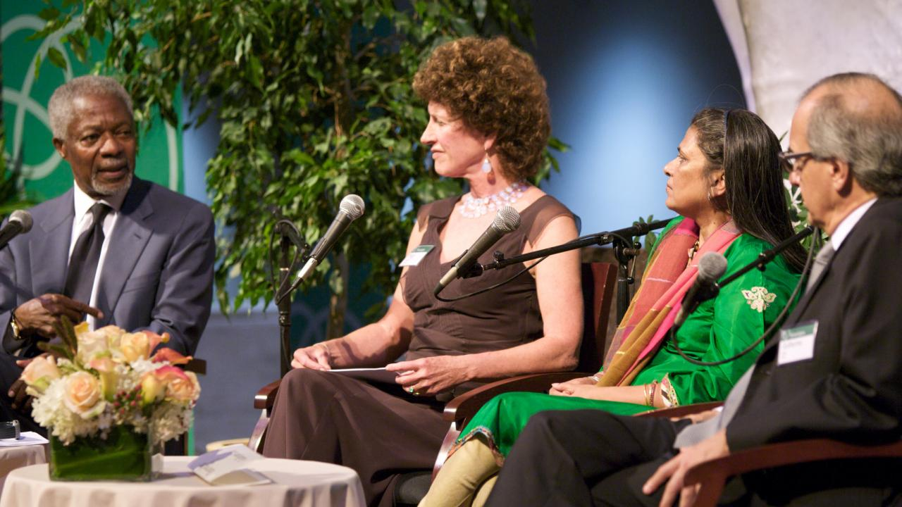 Kofi Annan speaking with Peggy Dulany, Sheela Patel, and Guilherme Leal